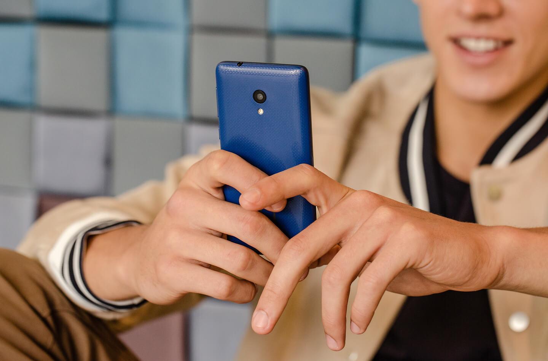 Alcatel 2019 smartphone