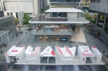 Huawei Mate X2 5G smartphone